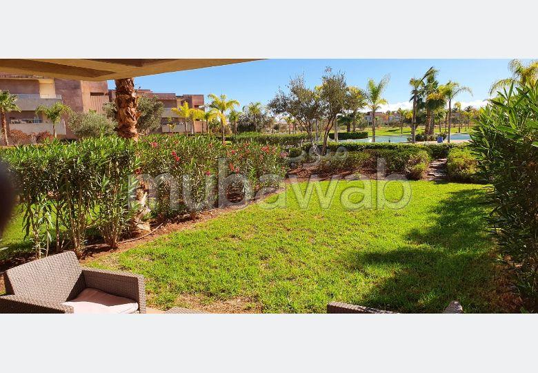 استئجار شقة بمراكش. المساحة 95.0 م². حديقة وشرفة.