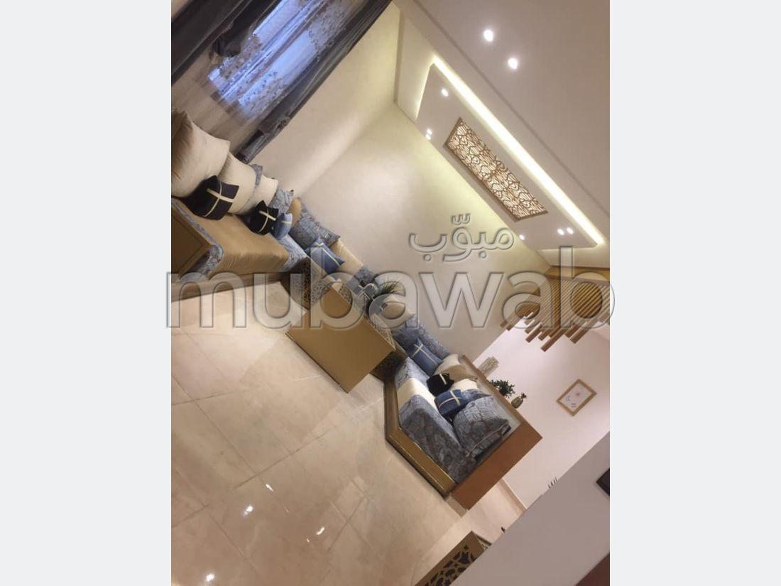 شقة رائعة للبيع بالقنيطرة. المساحة الإجمالية 83.0 م². مصعد وأماكن وقوف السيارات.
