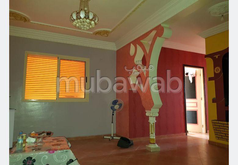 شقة للشراء بمراكش. 3 قطع رائعة. صالون مغربي، و خدمة الأمن والحراسة.
