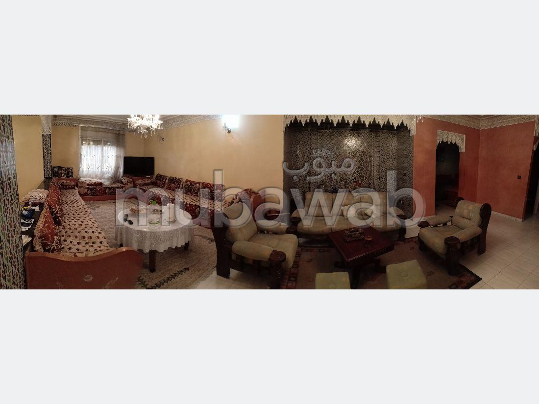 Piso en venta. Area 235.0 m². Servicio de conserjería y aire condicionado.