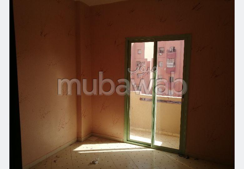 شقة جميلة للكراء بمراكش. المساحة 85.0 م². إقامة بالبواب.