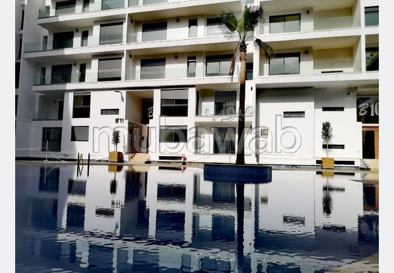 Rent this apartment. 2 rooms. Swimming pool, air conditioning.
