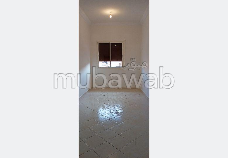 شقة رائعة للإيجار بمراكش. المساحة الإجمالية 64.0 م². بواب ومكيف الهواء