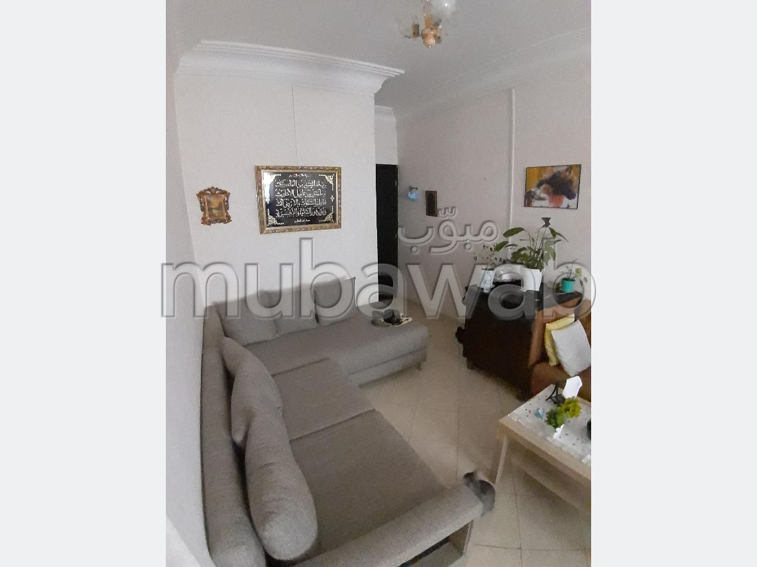 Vend appartement à Casablanca. 2 belles chambres. Salon marocain traditionnel