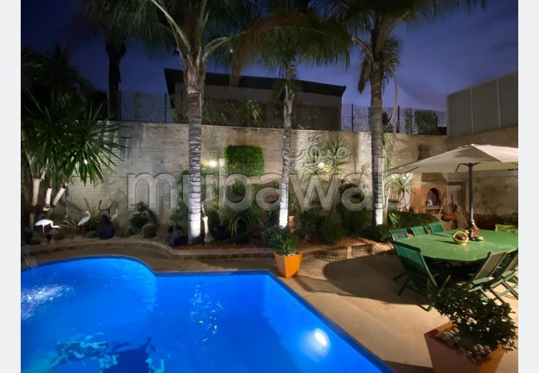 Magnificent villa for sale. 13 rooms. General Satellite Dish, Secured neighbourhood.