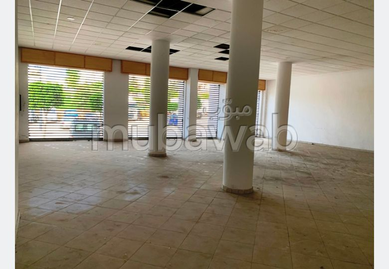 Offices & shops to rent. Area of 720 m².