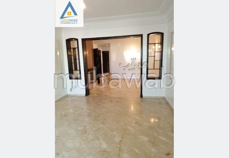 Alquila este piso. Área total 120.0 m². Con Ascensor, Estacionamiento.