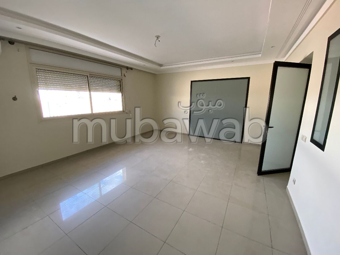 Rent an apartment. 3 lovely rooms. Furnished Moroccan living room.