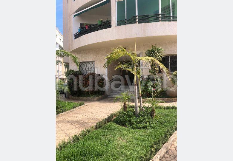 شقة رائعة للبيع بالقنيطرة. المساحة 180.0 م². المرآب والشرفة.