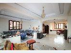 Encuentra tu próxima casa. 8 habitaciones. Sala de estar tradicional marroquí, barrio seguro.