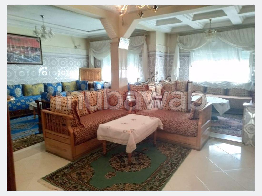 شقة للشراء بفاس. 3 غرف ممتازة. صالة أصيلة ، طبق الأقمار الصناعية.