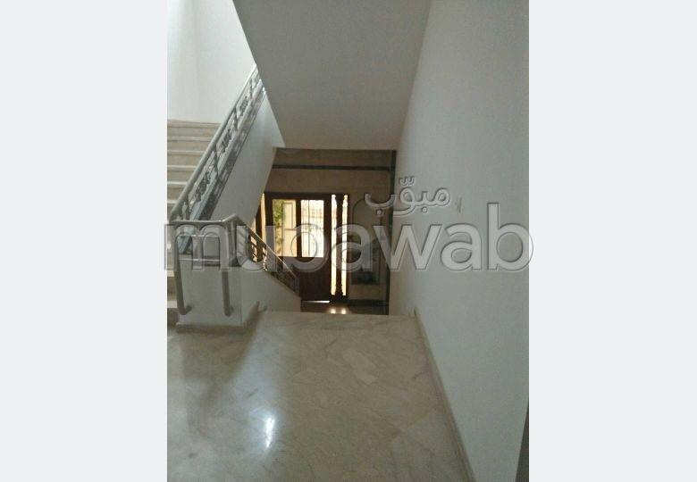 شقة للكراء بوسط المدينة. المساحة الإجمالية 140.0 م². مفروشة.