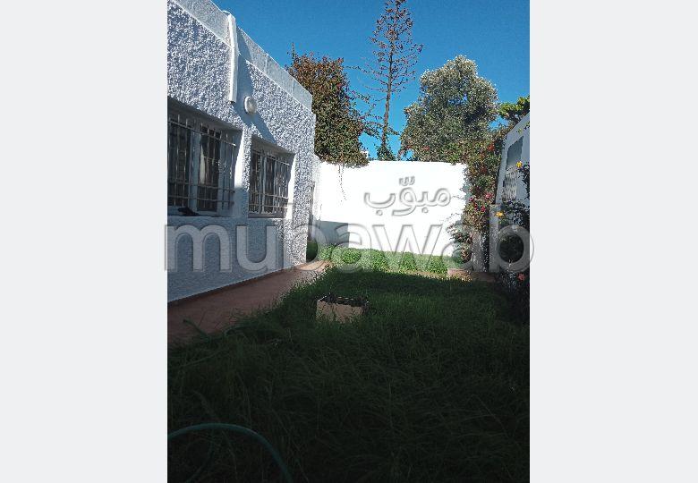Vente villa de luxe à Casablanca. 3 chambres agréables. Jardin et terrasse