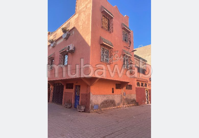 Home to buy in Daoudiat. Small area 50 m². Moroccan living room and satellite dish.