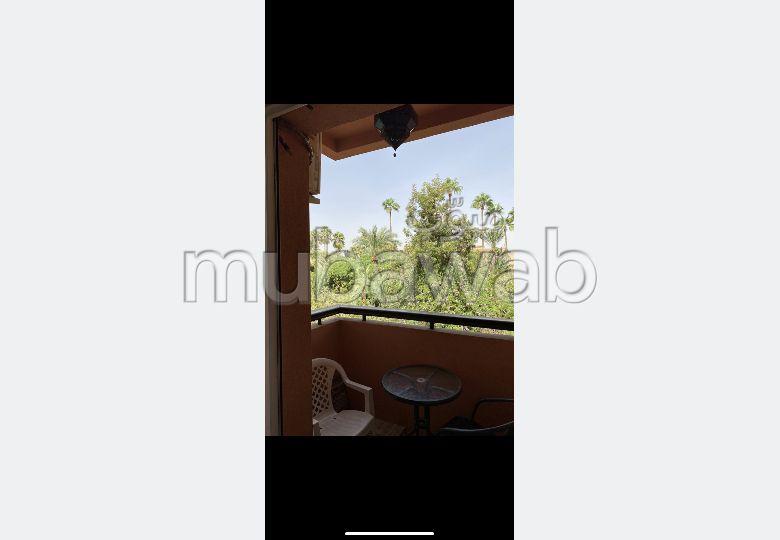 شقة جميلة للبيع بكليز. 4 قطع رائعة. مصعد وأماكن وقوف السيارات.