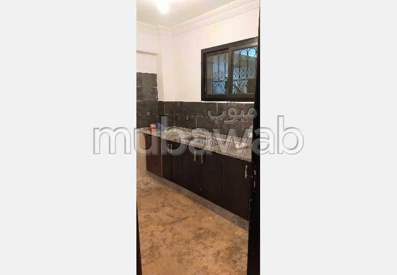 شقة للإيجار بمراكش. المساحة الكلية 60.0 م². أماكن وقوف السيارات وشرفة