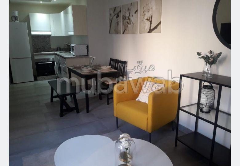 شقة رائعة للإيجار بالمثلث الذهبي. المساحة الإجمالية 60 م². موقف سيارات ومصعد.