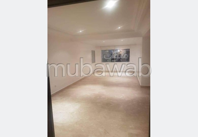 Great apartment for rent in Racine. Total area 250.0 m². Terrace and lift.