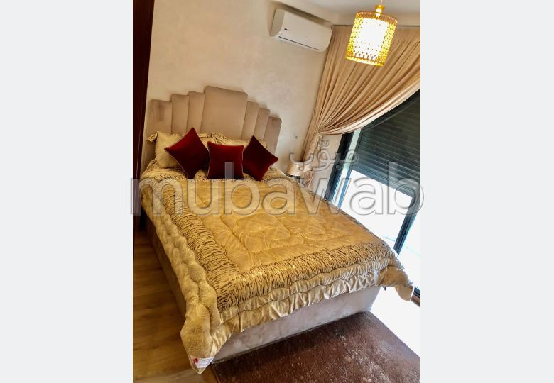 Rent this apartment in Maârif. 1 lovely room. General satellite dish system, On site security.