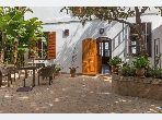 Tanger Marshan à vendre une maison d 'inspiration anglaise des années 20, à deux ailes, sur un patio jardin
