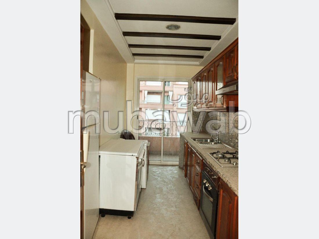 Appartement à louer à Marrakech. Surface de 96 m². Cheminée et climatisation