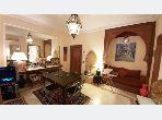 شقة جميلة للبيع بحي الشتوي. 3 قطع. صالة مغربية وصحن فضائي.