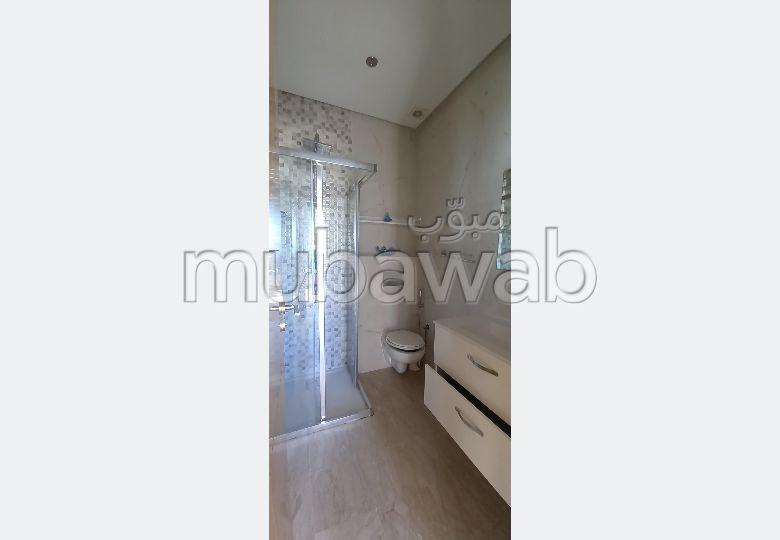 Location d'un appartement à Agadir. Surface de 76 m². Résidence avec concierge, climatisation générale