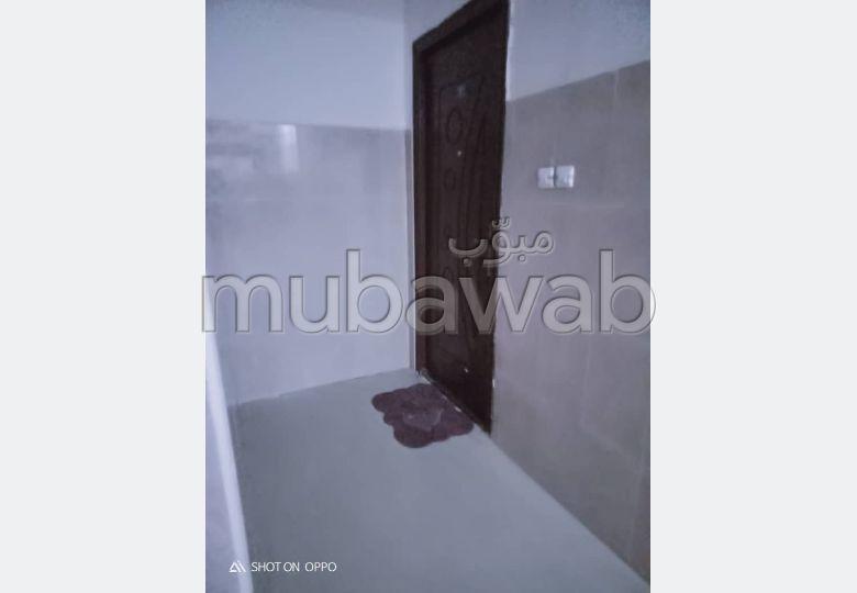 Appartement à louer. Superficie 100 m². Air conditionné