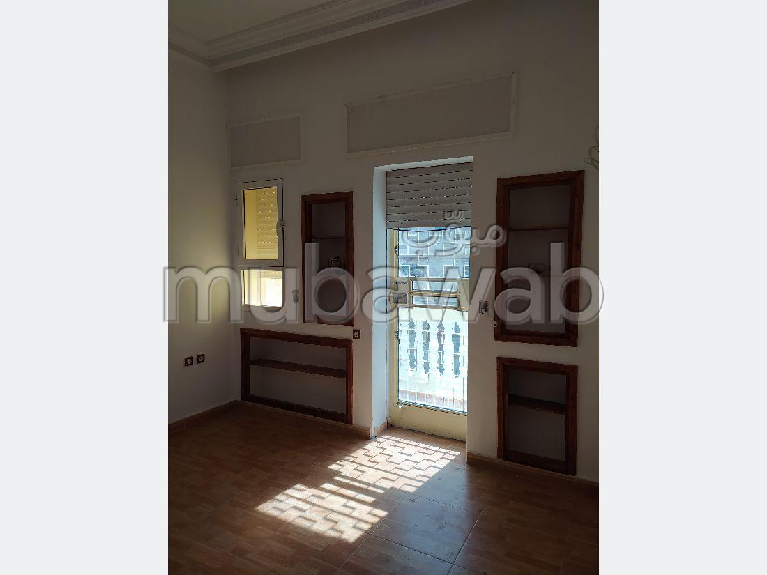 A vendre maison indépendante constitué d'un sous sol un RDC garages, mezzanine et un étage