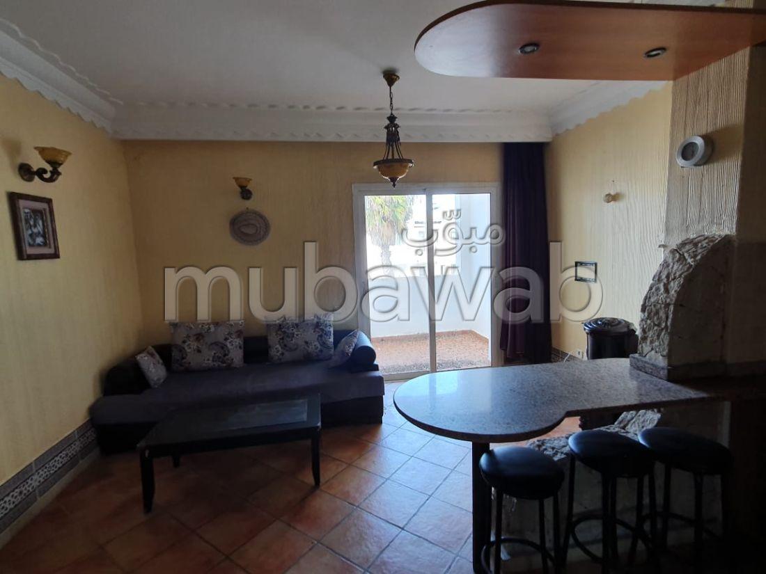 شقة رائعة للبيع بدار بوعزة. المساحة 64 م². مطبخ مجهز.