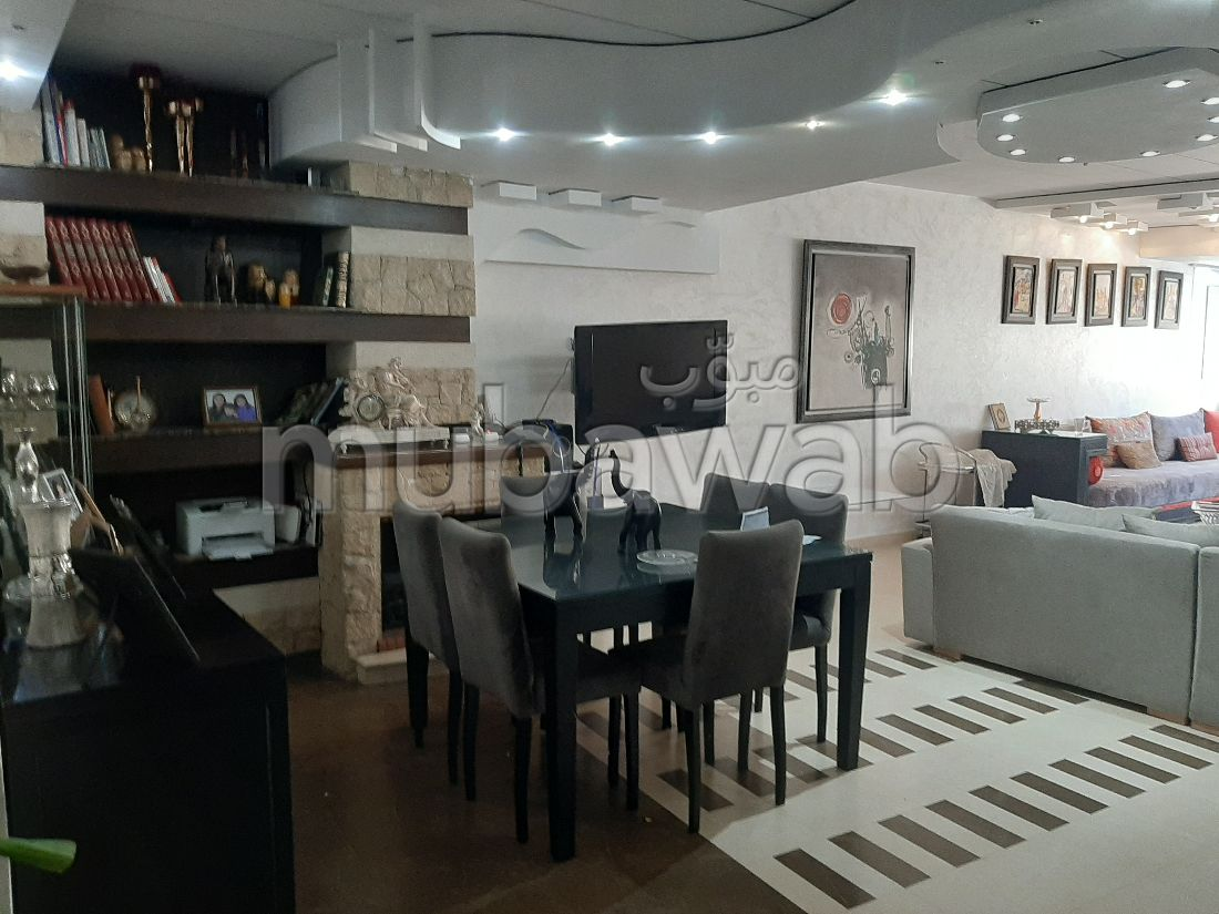 Sell apartment in Les Hôpitaux. Total area 128 m². Fireplace and air conditioning.