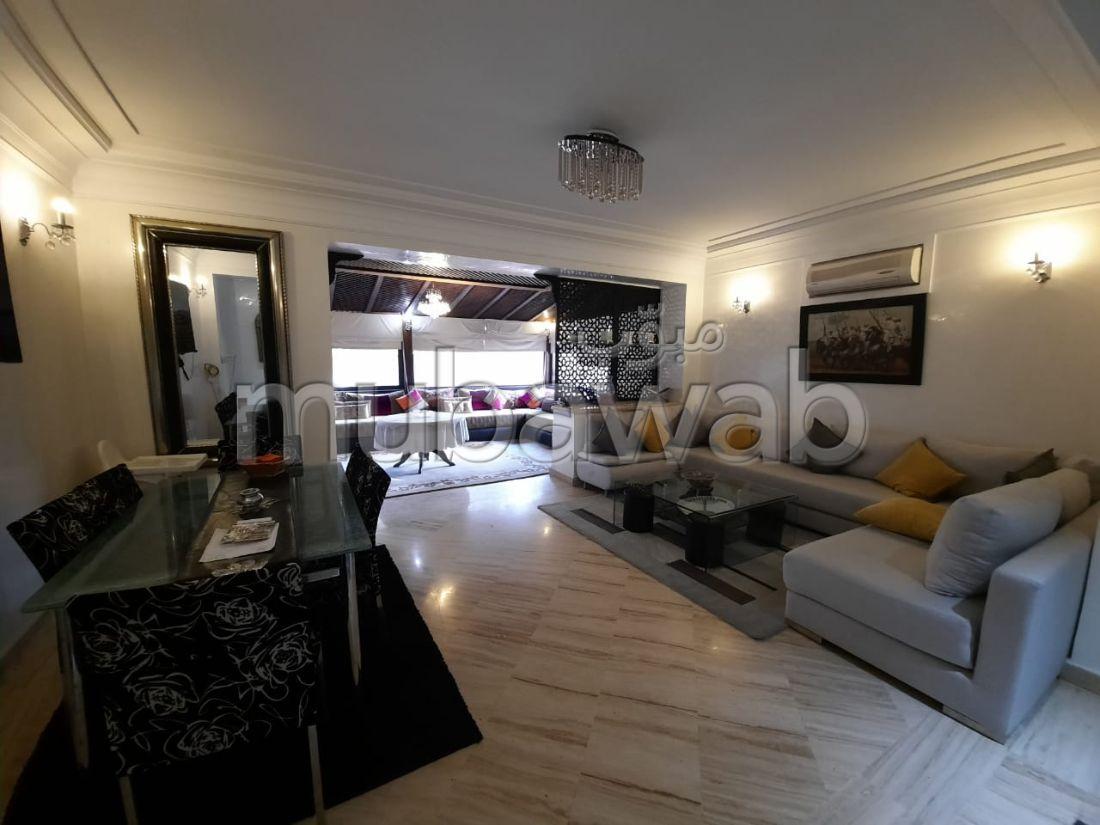 شقة رائعة للإيجار بطريق أكادير الصويرة. 3 غرف رائعة.