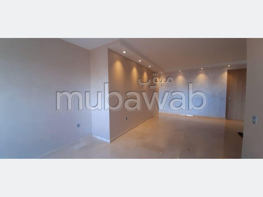 بيع شقة ب بوركون الغربي. المساحة الإجمالية 110 م². مصعد وأماكن وقوف السيارات.