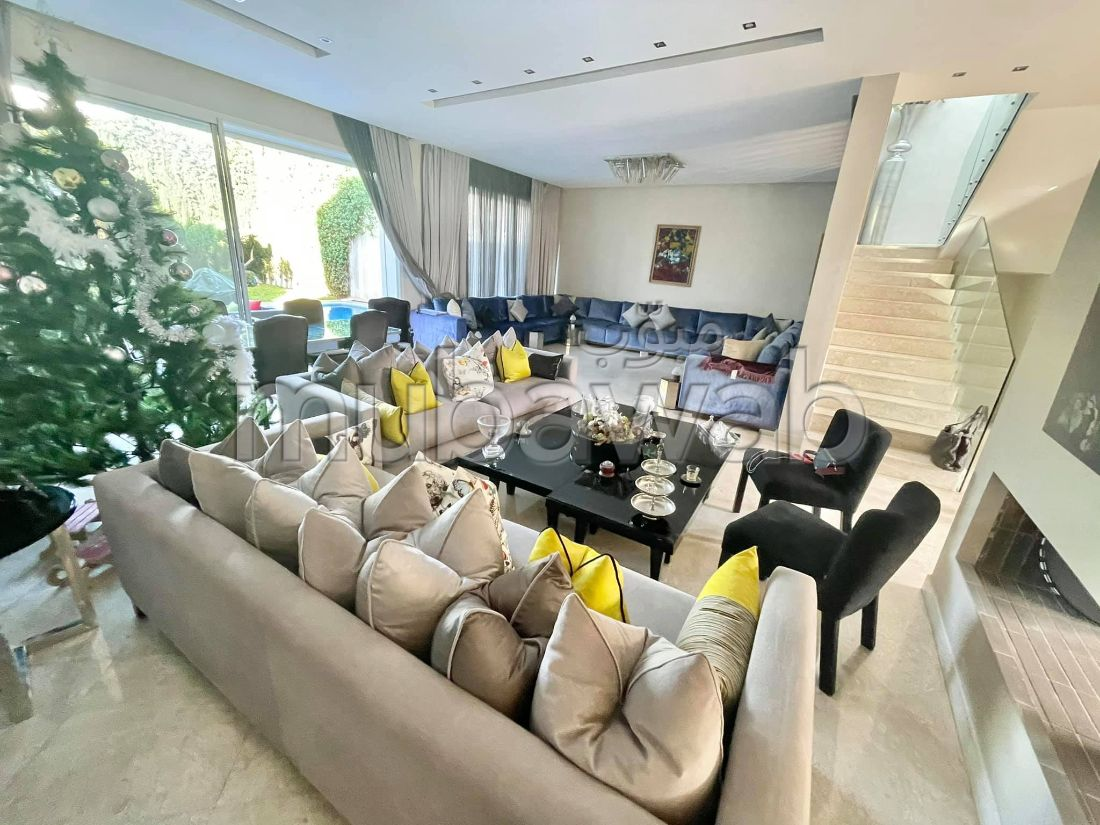 Magnificent villa for sale in Sidi Maarouf. Dimension 450 m². Robust door, General satellite dish system.