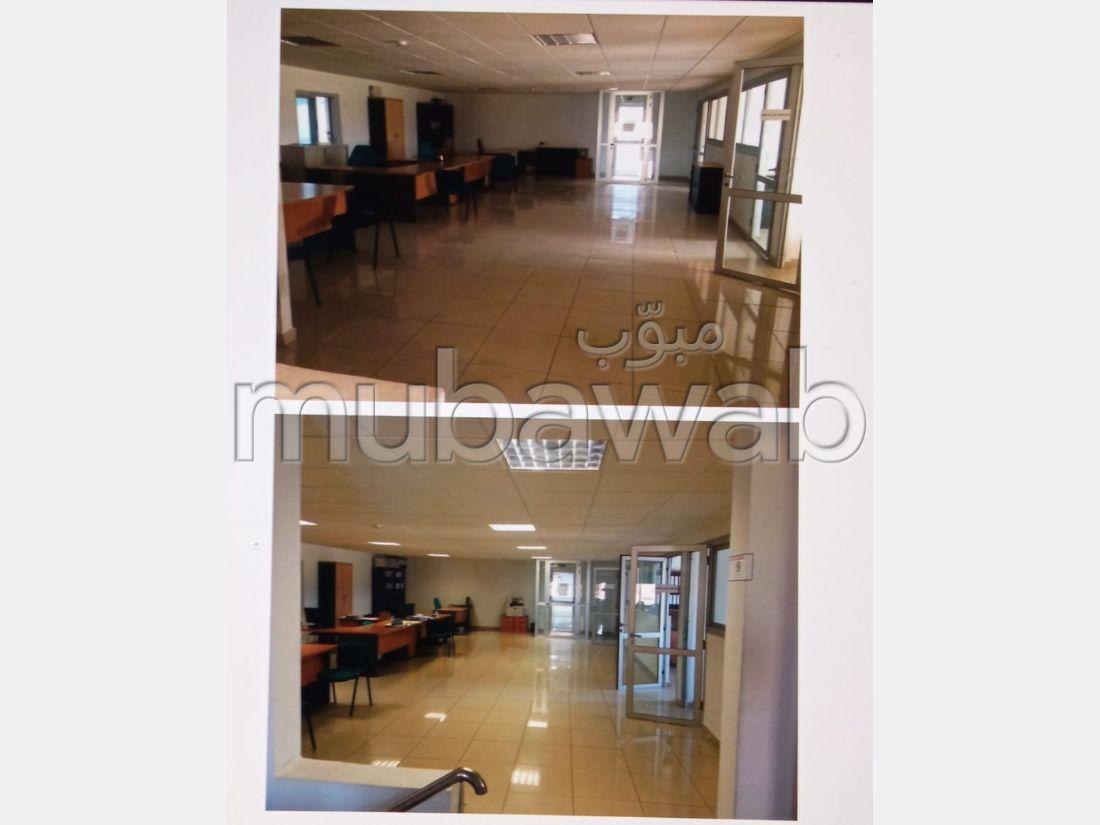 Oficinas y locales comerciales en venta en Boukhalef. Area 10000 m². Amueblado.