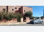 Villa de haut standing à vendre à Marrakech. 6 chambres agréables. Belle terrasse et jardin. Villa à vendre à Marrakech route de fes