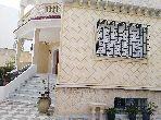 Somptueuse villa à vendre. 4 belles chambres. Parking et terrasse