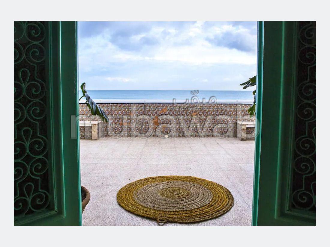 A louer a la marsa villa meublée en bord de mer