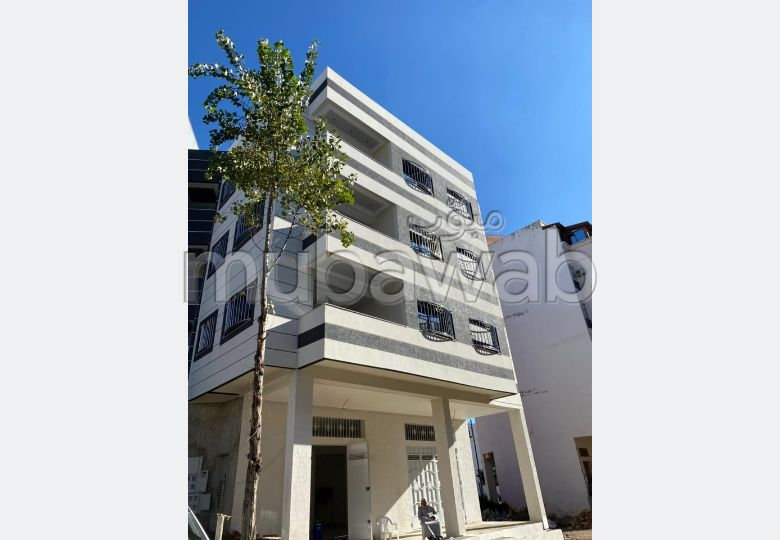 Fabulous house for sale in Ahlane. 6 Practice. Lift and parking spaces.
