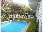 Maison de haut standing à louer à Casablanca an diab. Superficie 450 m². Cheminée et climatisation