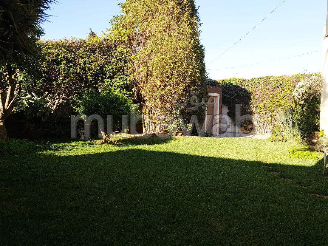 Se vende villa de lujo en CIL (Hay Salam). 6 Sala común. Antena parabólica, residencia segura.