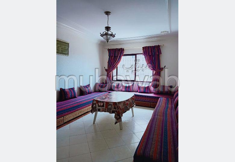 Vend appartement à Tanger. 2 pièces confortables. Parking et ascenseur.