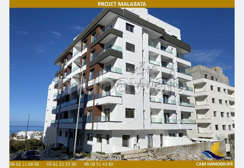 Magnífico piso en venta en Malabata. 3 Sala común. Residencia con conserje, aire condicionado general.