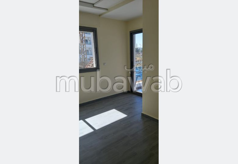 Sale of a lovely apartment in Malabata. 8 large rooms. Residence with swimming pool.