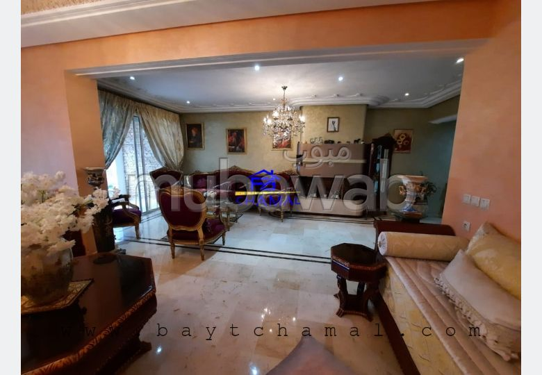 Find an apartment to buy in Centre. 5 Living room. Private garden, Cellar.