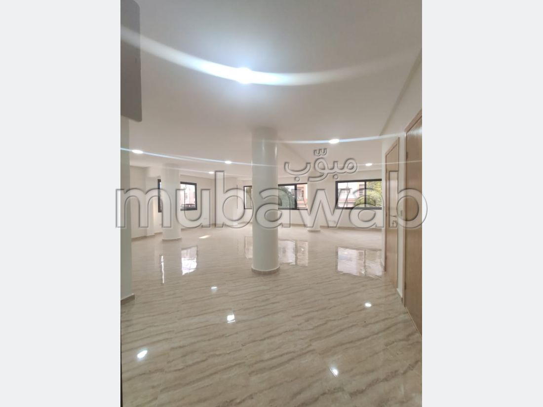 Oficinas en alquiler en Agdal. Gran superficie 144 m². Residencia con seguridad.