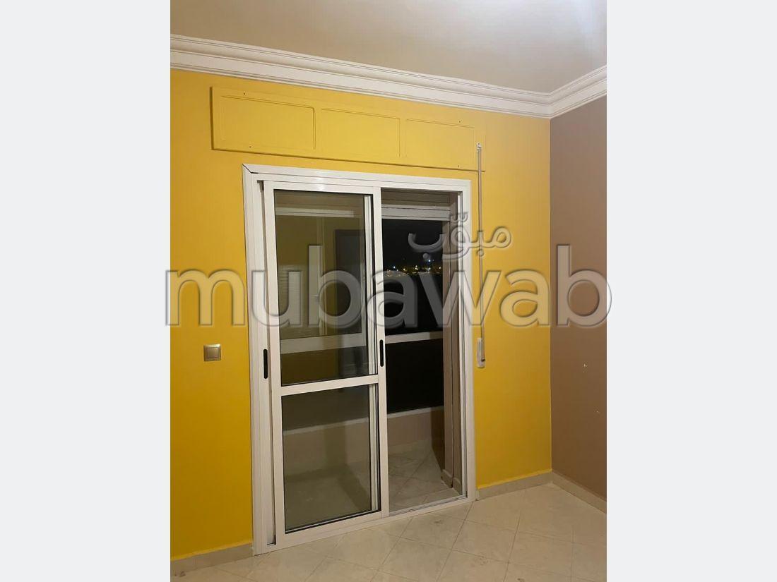شقة رائعة للبيع بطنجة. 2 غرف جميلة. مصعد ومرآب