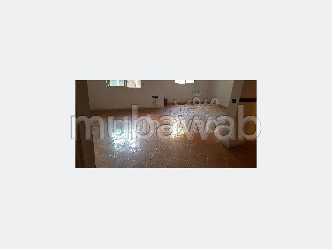 Piso en venta en Hay Chmaou. 5 Sala común. Salón tradicional, residencia segura.