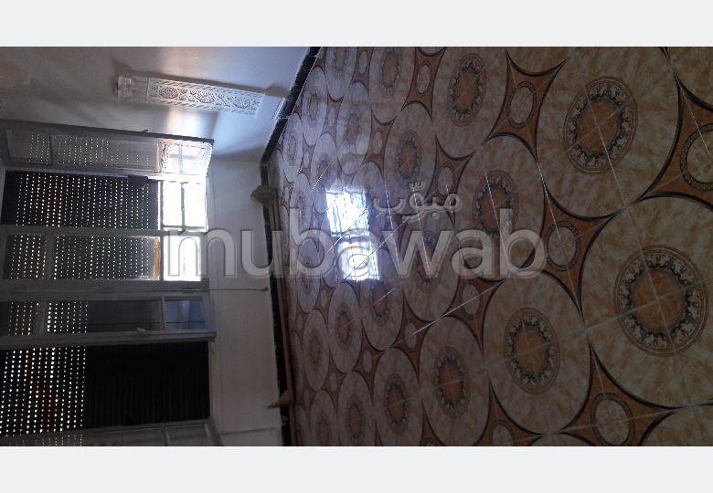 Appartement en vente au centre ville de tiaret