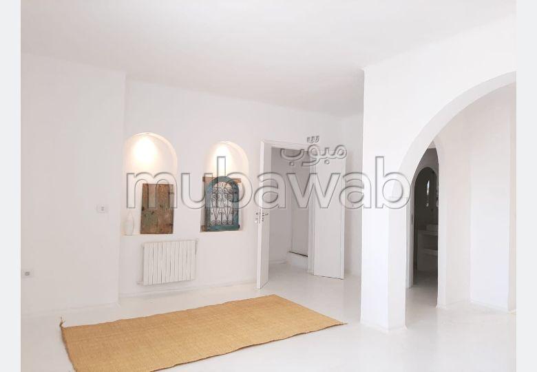 شقة رائعة للايجار ب سيدي بو سعيد. 2 غرف. مفروشة.